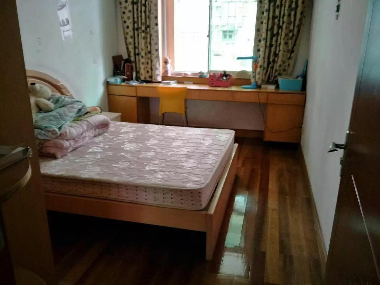 就读附小住家中等装修3房,83万送大面积杂物间土地局宿舍